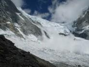 Massive avalanche off of Huascaran Sur near the Garganta Col.