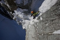 Ueli Steck approaching the M6 pitch of the Supercouloir, Tacul