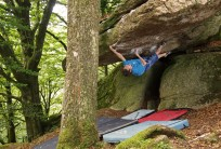 James Squire reaching for the lip on Jungle V.I.P (font 8a) at Burrator Reservoir, Dartmoor.