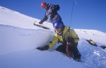 Kathy Grindrod and Jamie Simpson (SAIS) at crown wall of huge avalanche, Coire an Lochain