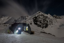 Barron Saddle hut in the Moonlight