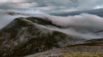 Atmospheric curving ridge walk between Càrn Liath and Braigh Coire Chruinn-bhalgain