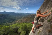Jodie topping out at Arboli<br>© Tris