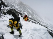 Chinese Sherpas too exhausted to help in Everest rescue